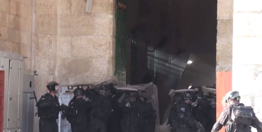 Palestinian rioters hurl rocks at Israeli Police at the al-Aqsa Mosque on the Temple Mount in Jerusalem on Sunday, July 26, 2015. (screen capture: Israel Police video)