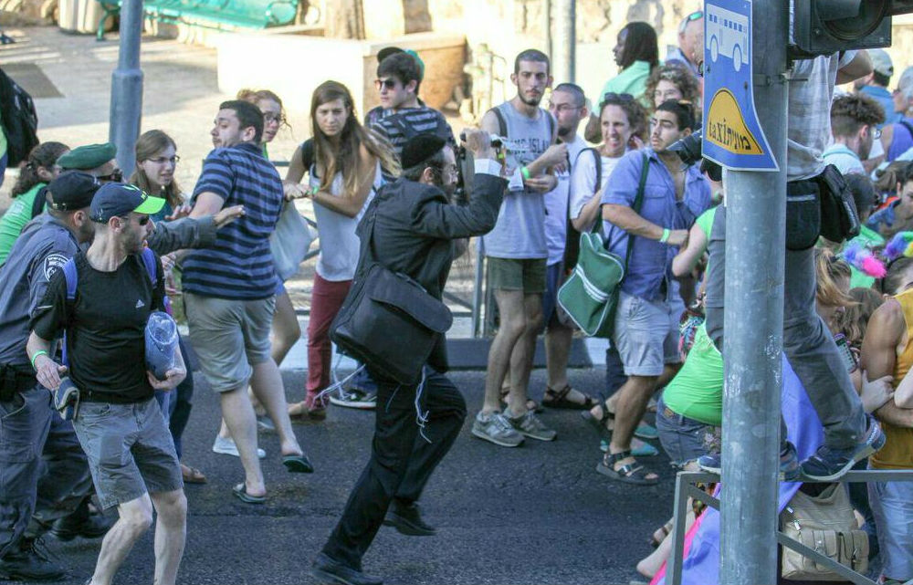 Participants of the gay pride parade in Jerusalem flee knifeman Yishai Schlissel, July 30, 2015. (Photo: Koby Shotz)