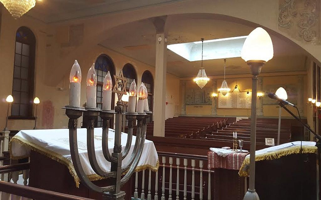 The sanctuary of Boston's Vilna Shul, including the sloped women's gallery in the background, as photographed on July 17, 2015. (Matt Lebovic/Times of Israel)