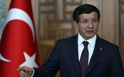 Turkey's Prime Minister Ahmet Davutoglu gives a statement on the situation with the Islamic State (IS) and other militant groups during a press conference in Ankara on July 24, 2015 (AFP/ADEM ALTAN)