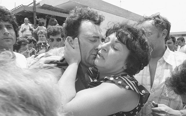 The homecoming of the hostages on July 4, 1976 (Courtesy IDF Archive)