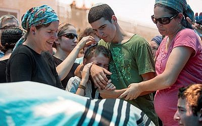 The family of Malachy Rosenfeld mourn during his funeral in Kochav Hashachar in the West Bank on July 01, 2015. (Yonatan Sindel/Flash90)