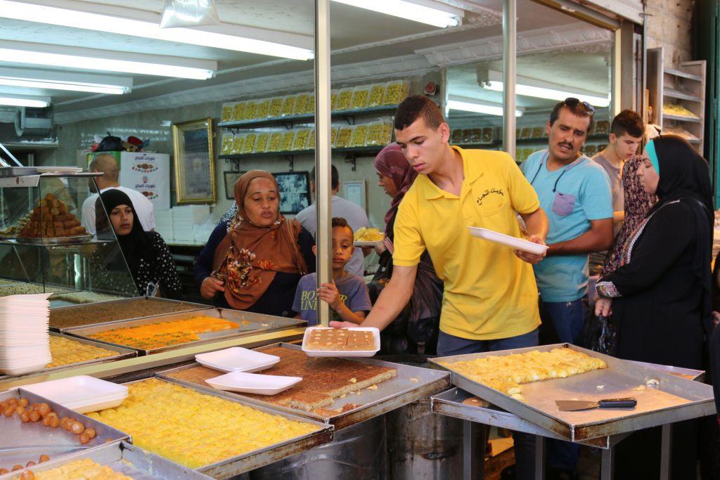 Shopping during Ramadan on HaGuy Street (Shmuel Bar-Am)