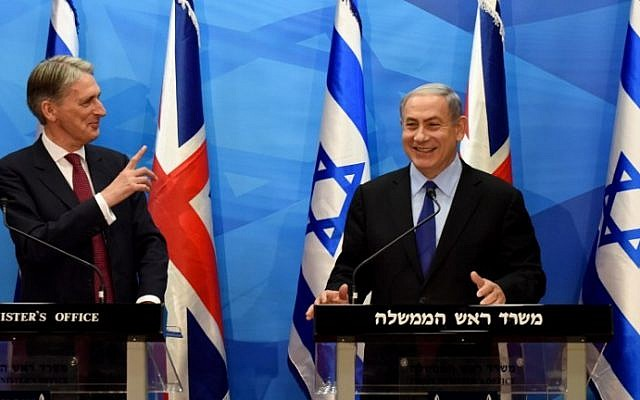 Prime Minister Benjamin Netanyahu holds a joint press conference with visiting British Foreign Secretary Philip Hammond in Jerusalem,  July 16, 2015. (AFP PHOTO / POOL / DEBBIE HILL)