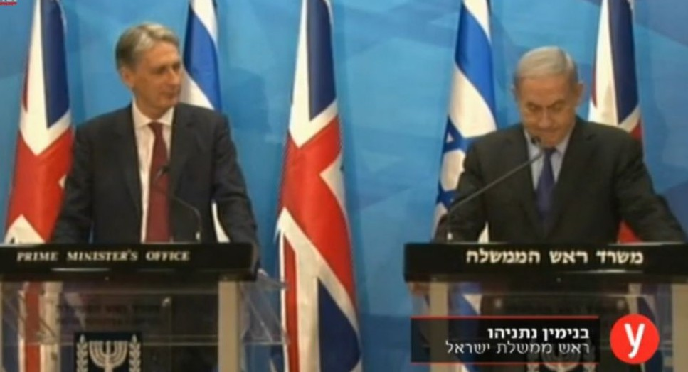 British Foreign Secretary Philip Hammond and Prime Minister Benjamin Netanyahu hold a joint press conference in Jerusalem July 16, 2015. (screen capture: Ynet)