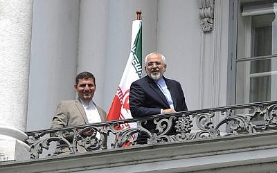Iranian Foreign Minister Mohammad Javad Zarif (right) talking to the media from the balcony of the Palais Coburg Hotel, venue of the nuclear talks in Vienna, Austria, on July 2, 2015. (AFP/Samuel Kubani)