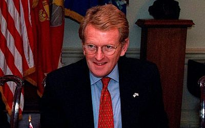 The UK's former ambassador to the US Christopher Meyer at the Pentagon in 2001 (Public Domain/US Government)