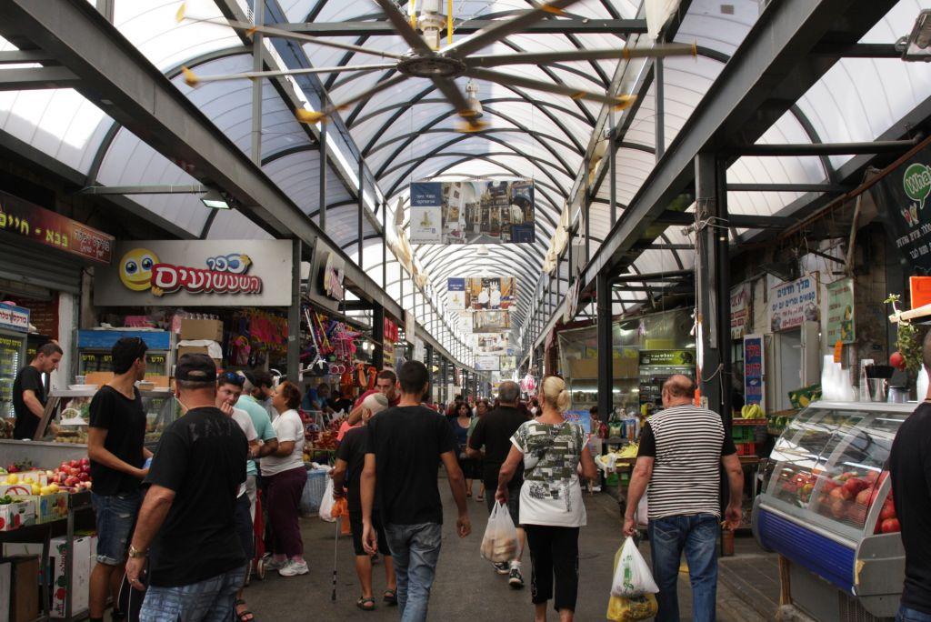 A spacious feel at Ramle Market (Shmuel Bar-Am)