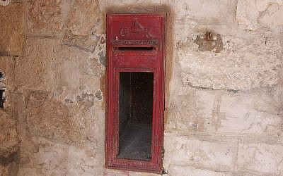 A British mailbox at Ramle Market (Shmuel Bar-Am)