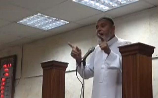 Arab Israeli Imam Muhammad Abd al-Ghani in an anti-Semitic sermon in an Umm al-Fahm mosque (Courtesy MEMRI)