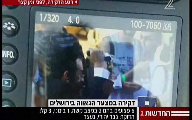 A picture showing the moment of the stabbing. (screen capture: Channel 2)