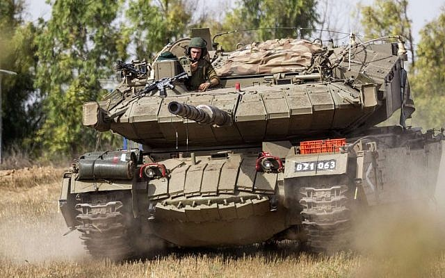 An Israeli Perah anti-missile launcher disguised as a Merkava tank rolls at an army deployment area near Israel's border with the Gaza Strip, on July 12, 2014. (AFP PHOTO / JACK GUEZ)