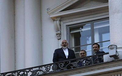 Iranian Foreign Minister Mohammad Javad Zarif (left) talks to journalist from a balcony of the Palais Coburg Hotel in Vienna, Austria, on July 9, 2015. (AFP/Pool/Carlos Barria)