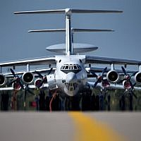 Technicians prepare Ilyushin Il-76TD long-haul cargo aircrafts for the upcoming MAKS-2015, the International Aviation and Space Show, in Zhukovsky, outside Moscow, on August 21, 2015. (AFP/KIRILL KUDRYAVTSEV)