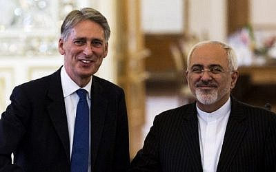 Iranian Foreign Minister Mohammad Javad Zarif (R) and his then-British counterpart Philip Hammond shake hands during a joint press conference in Tehran on August 23, 2015 (Behrouz Mehri/AFP)