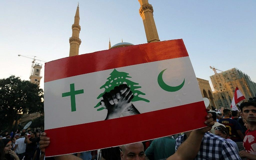 A Lebanese protester raises a placard during a mass rally against a political class seen as corrupt and incapable of providing basic services on August 29, 2015, at the iconic Martyrs Square in Beirut. (AFP PHOTO / STR)