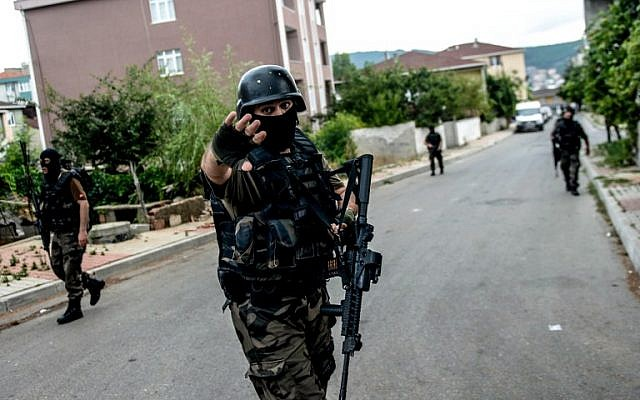 Illustrative photo of Turkish special force police officers in the Sultanbeyli district of Istanbul, August 10, 2015 (APF/Ozan Kose)