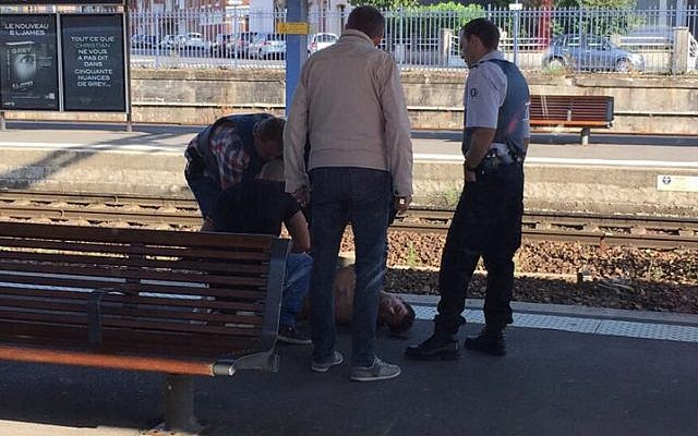 Police detaining a suspect on the platform at the main train station in Arras, northern France, on August 21, 2015, after an armed gunman on the train was overpowered by passengers. (AFP Photo/Courtesy of Christina Catherine Coons)