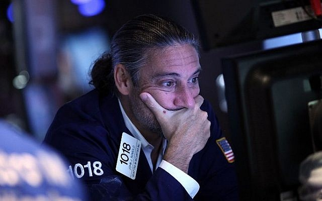 A trader works on the floor of the New York Stock Exchange (NYSE) on August 24, 2015 in New York City (Spencer Platt/Getty Images/AFP)
