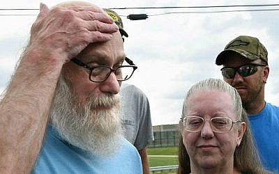 Lewis Fogle with his wife, Deb, becomes emotional after his release from the State Correctional Institution Thursday, Aug. 13, 2015, in Pine Grove, Pennsylvania. (Bob Donaldson/Pittsburgh Post-Gazette via AP)