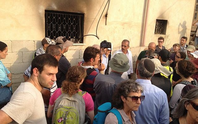 Israelis gather outside the Dawabshe home in Duma for a solidarity visit, August 2, 2015 (Elhanan Miller/Times of Israel)