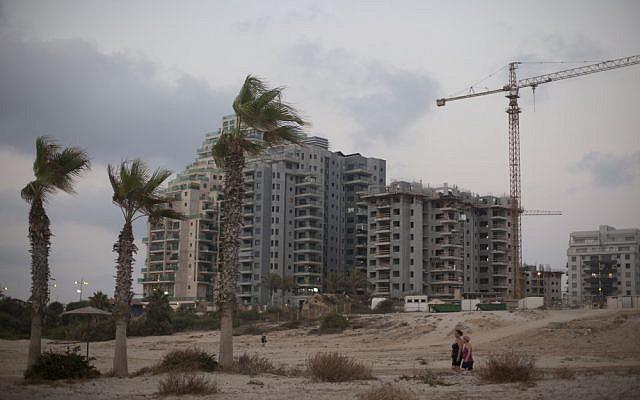Apartments under construction in the southern coastal city of Ashkelon. (Lior Mizrahi/Flash90)