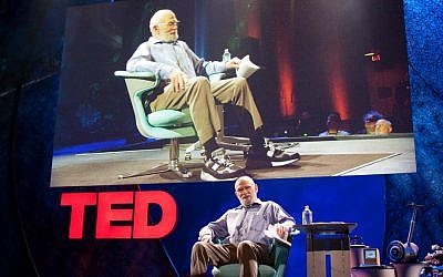 Oliver Sacks giving a TED talk in 2009. (CC BY Bill Holsinger-Robinson, Flickr)