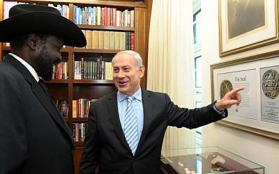 South Sudanese President Salva Kiir Mayardit meets with Prime Minister Benjamin Netanyahu in December 2011. (Avi Ohayon/GPO/Flash90)