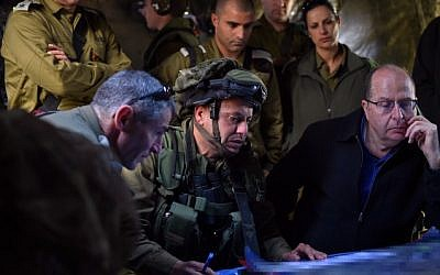 Defense Minister Moshe Ya'alon seen with Colonel Asher Ben-Lulu, commander of the IDF's Kfir infantry brigade, during an army exercise in the Golan Heights on April 02, 2015. (Ariel Hermoni/Ministry of Defense)