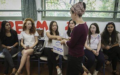 Illustrative: Israeli high school students prepare for their final exam in mathematics in Maale Adumim, east of Jerusalem, May 20, 2015. (Hadas Parush/Flash90)