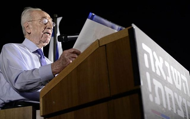 Former president Shimon Peres speaks at an anti-violence and anti-homophobia ralliy in Tel Aviv, on August 01, 2015, (Photo by Tomer Neuberg/FLASH90)