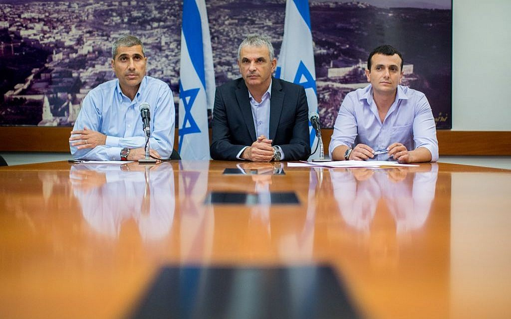 Finance Minister Moshe Kahlon, center, with Finance Ministry director general Shai Babad, right, and ministry budget head Amir Levi as they present the proposal for the state budget for 2015 in Jerusalem, August 2, 2015. (Yonatan Sindel/Flash90)