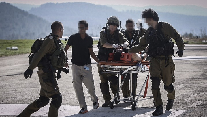 Israeli soldiers evacuate by helicopter a wounded Israeli at the Hadassah Ein Kerem Hospital in Jerusalem, after the man was injured in a vehicular terror attack on Route 60, in the West Bank, on August 6, 2015 (Yonatan Sindel/Flash90)