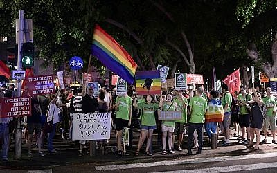 Hundreds attend an anti-violence rally in Tel Aviv, following the recent terror attacks. August 08, 2015. (Tomer Neuberg/FLASH90)