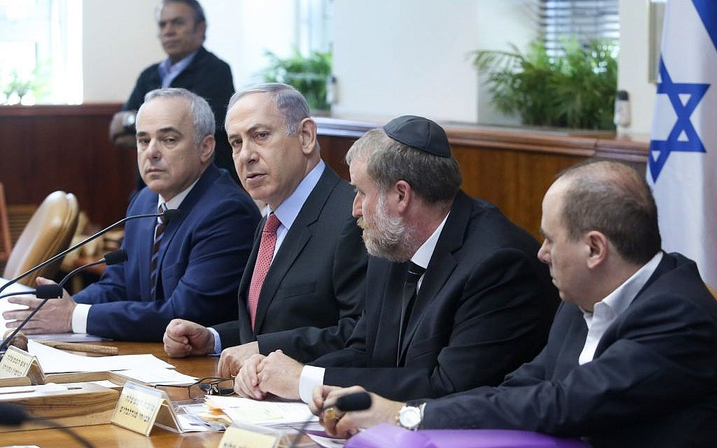 Prime Minister Benjamin Netanyahu, second left, and Minister Yuval Steinitz, left, attend the weekly cabinet meeting at Netanyahu's office in Jerusalem on August 16, 2015. (Marc Israel Sellem/POOL)