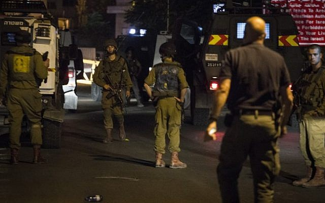 Illustrative photo of IDF soldiers and security personnel at the scene where an Israeli soldier was wounded by an explosive device at the Panorama military post near Beit Jala, south of Jerusalem, August 19, 2015. (Hadas Parush/Flash90)