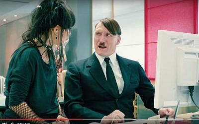 Hitler, played by German actor Oliver Masucci, tackles the Internet in the movie adaptation of the novel 'Er ist wieder da' (Look who's back). (YouTube/Constantin Film)