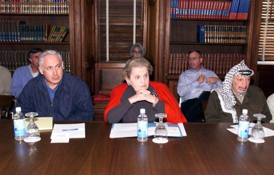 Prime Minister Benjamin Netanyahu, US Secretary of State Madeleine Albright, and Yasser Arafat with the Wye River Memorandum, 1998 (Wikipedia)