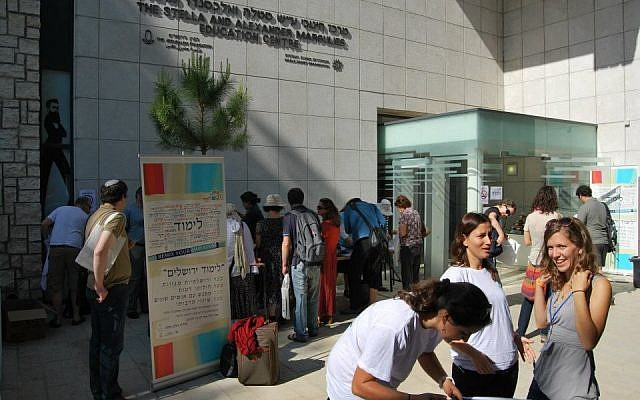 Participants gather at Limmud Jerusalem in 2012. (Rocco Giansante)