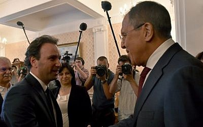 Russian Foreign Minister Sergei Lavrov (R) welcomes Syrian Opposition Council President Khaled Khoja during their meeting in Moscow on August 13, 2015. (Kirill Kudryavtsev/ AFP)