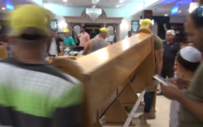 Benches are removed from Givat Ze'ev's Ayelet Hashahar synagogue, August 9, 2015 (Arutz 7 screenshot)