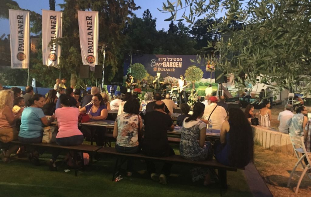 Crowds sipping beer and enjoying live music in the Beer Garden at Jerusalem's Hutzot Hayotzer fair, from August 2-15, 2015. (Zahava Presser/The Times of Israel)