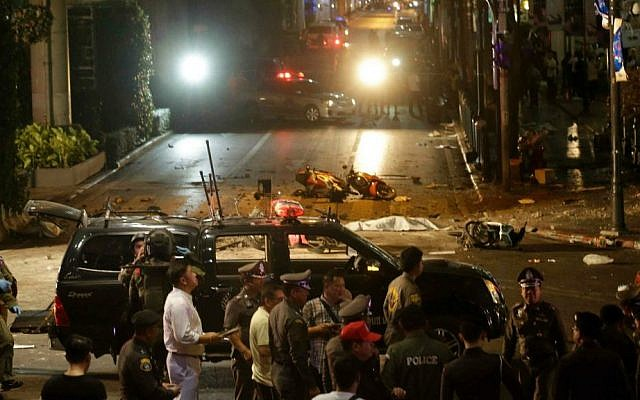 Officials close off an intersection after an explosion in central Bangkok, Monday, August 17, 2015. (AP Photo/Sackchai Lalit)