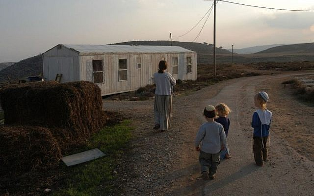 Illustrative picture of a family walking in the Adei Ad outpost, November 27, 2003 (Photo by Flash90)