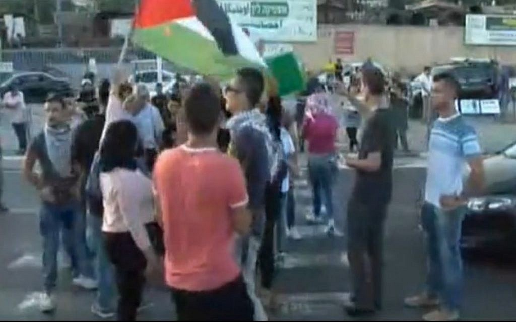 Pro-Palestinian protesters rallying for Mohammad Allaan in Ashkelon, August 16, 2015. (screen capture: Ynet)