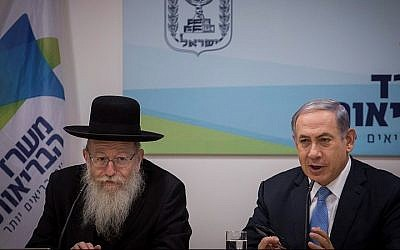 Prime Minister Benjamin Netanyahu and Deputy Health Minister, Yaakov Litzman hold a press conference announcing the new mental health reform presented by the Health Ministry, in Jerusalem, on July 1, 2015. (Hadas Parush/Flash90)