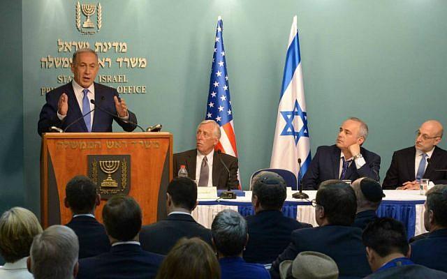 PM Netanyahu briefs Democratic congressmen in Jerusalem, August 9, 2015. Steny Hoyer is closest to Netanyahu. (Amos Ben Gershom/GPO)