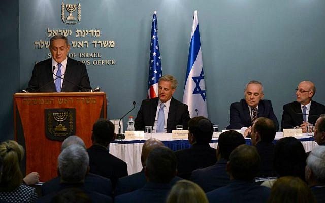 PM Netanyahu briefs Republican Congressmen in Jerusalem, August 12, 2015 (Haim Zach/GPO)