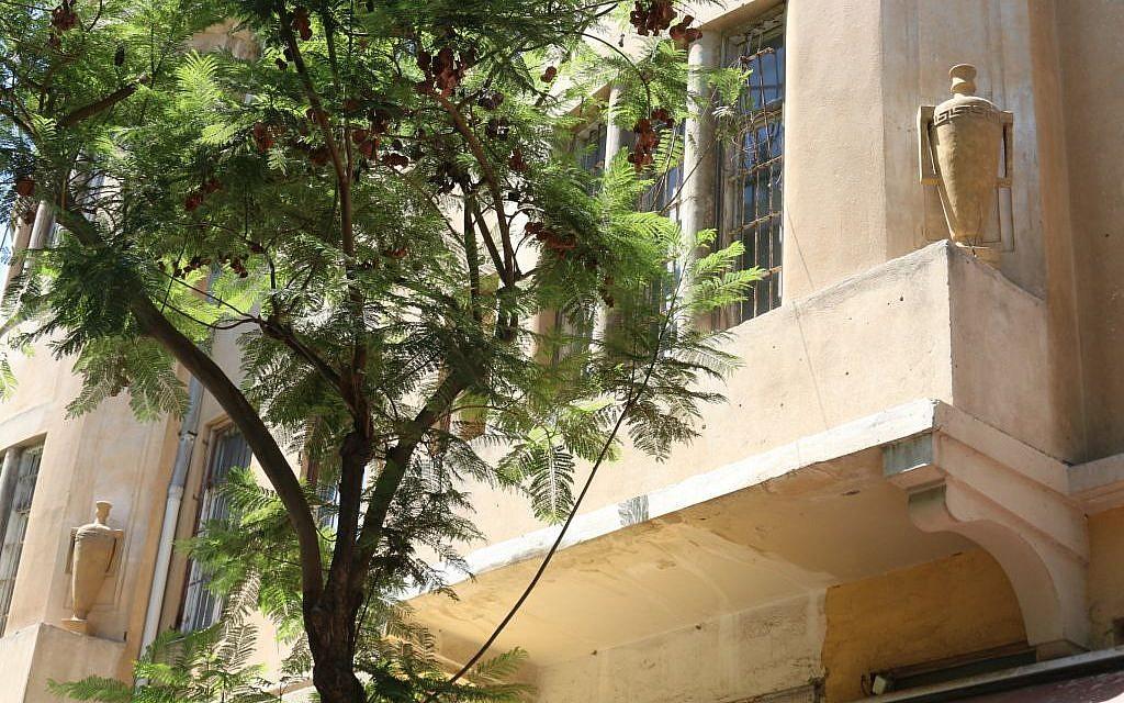 Rambam Street's House of Jugs, Nahalat Binyamin (Shmuel Bar-Am)