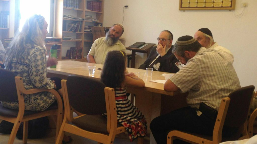 Convert 'Katya' and her daughter sit before the independent Giyur Ka'halacha conversion court, led by Rabbi Nahum Rabinovitch (center) on Monday, August 10, 2015. (courtesy)